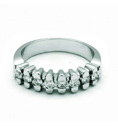 Media alianza de oro blanco (18K) con diamante